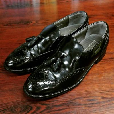 dexter-tassel-wing-loafers