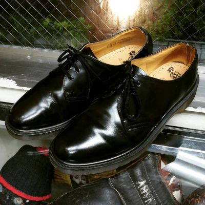 dr.martens-3hole-shoes