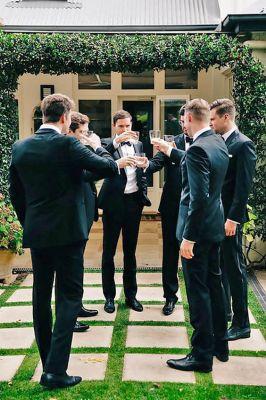 Wedding-friends-men