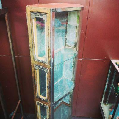 vintage-showcase-1