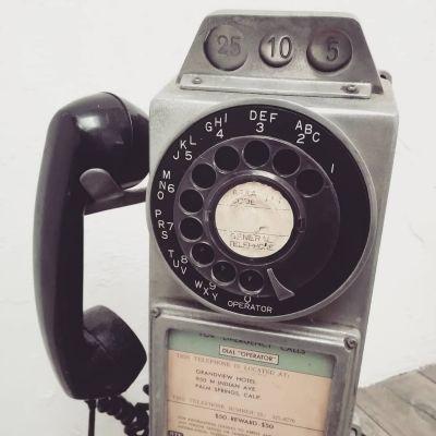 50s-public-phone-1