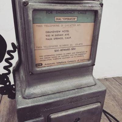 50s-public-phone-2