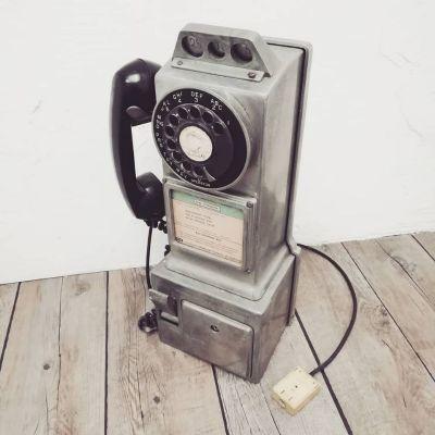 50s-public-phone