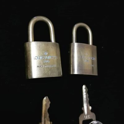 louisvuitton-padlock-1