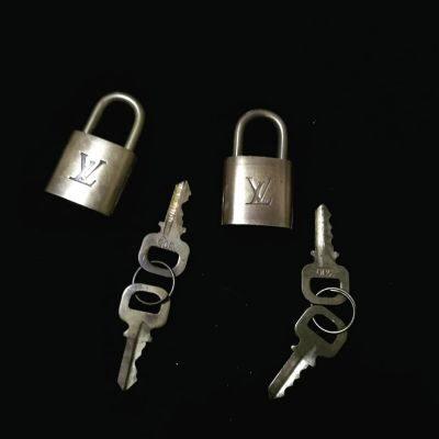 louisvuitton-padlock-2